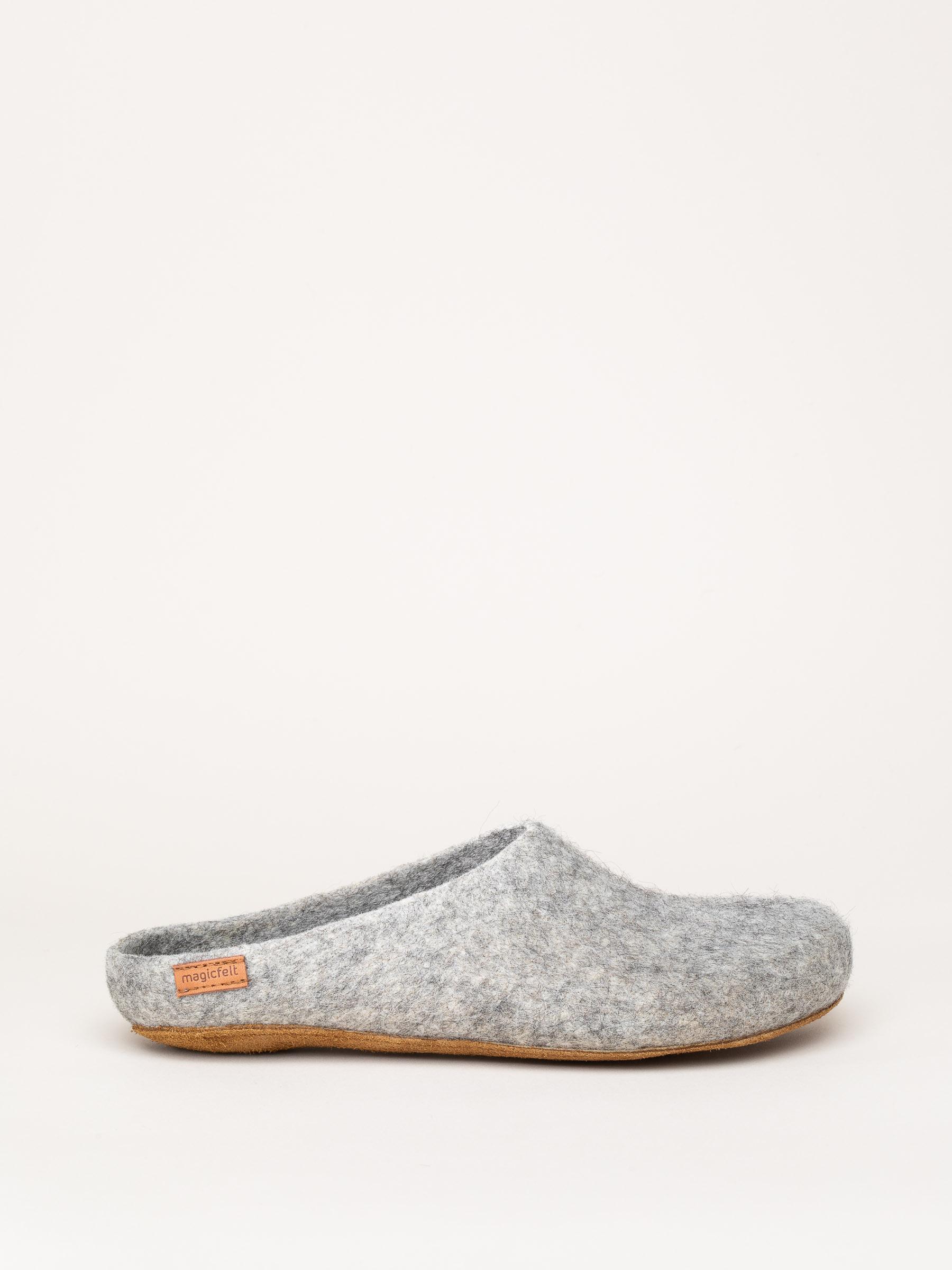 AR 713 rare wool slippers