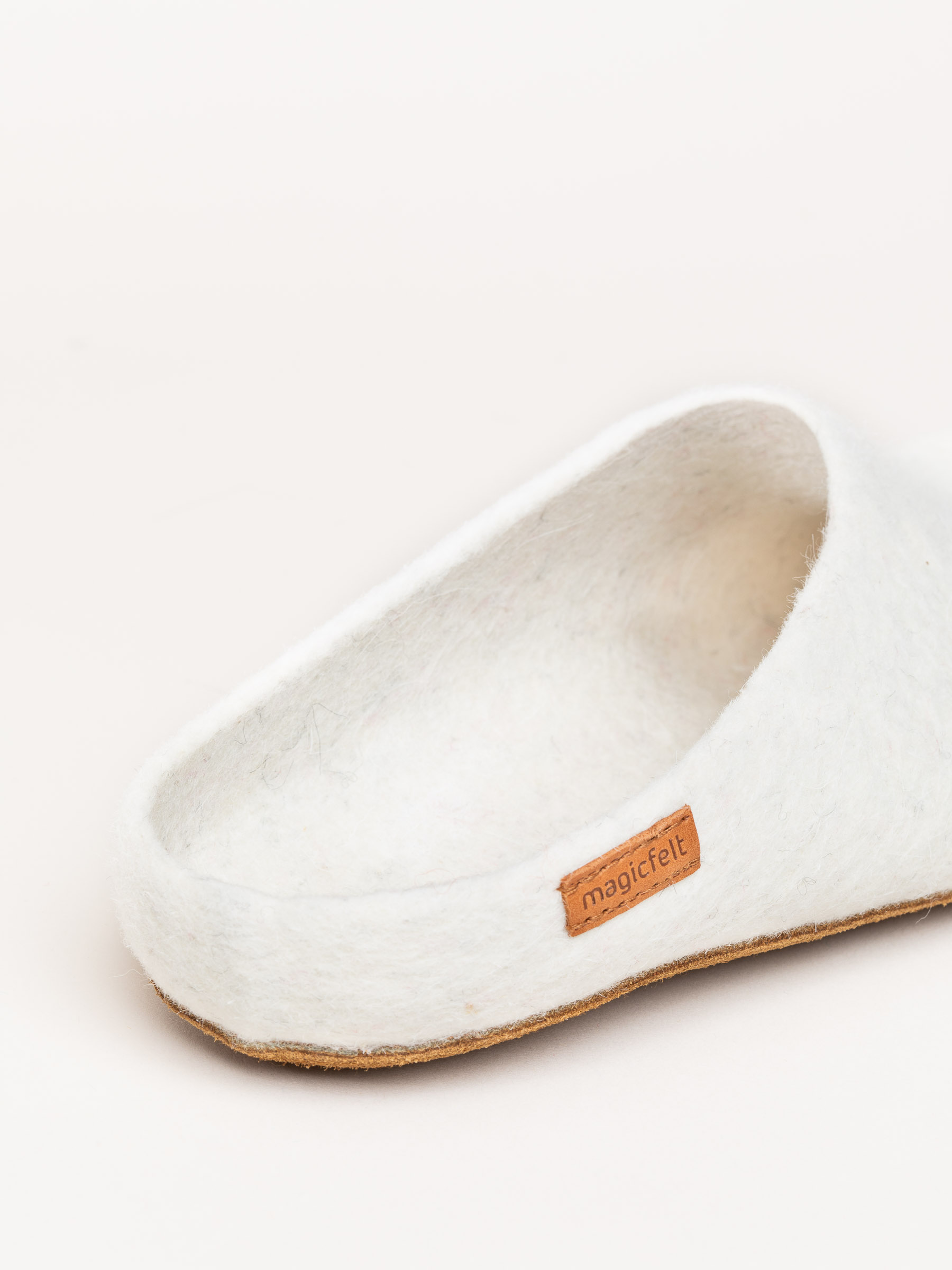 AR 713 Rare Wools Sliper